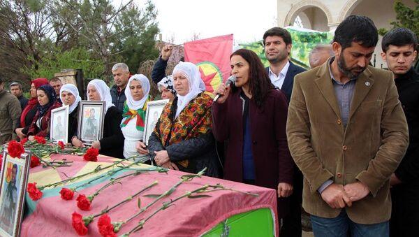 HDP'li Batman Milletvekili Mehmet Ali Aslan ile Siirt Milletvekili Besime Konca - Sputnik Türkiye