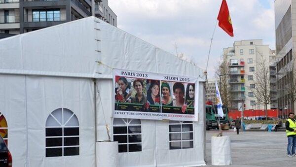 PKK'nın AB Konseyi binasının arkasına kurduğu çadır Ankara-Brüksel hattında krizi neden oldu. - Sputnik Türkiye