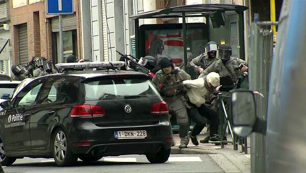 Paris'teki saldırıların zanlısı Salah Abdeslam'ın yakalanma anı - Sputnik Türkiye