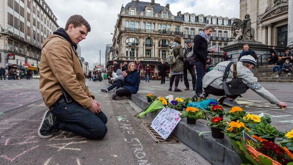 Brüksel'de terör saldırılarında ölenler anılıyor. - Sputnik Türkiye