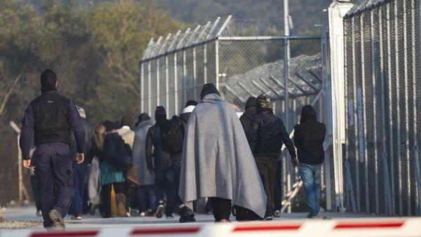 Midilli'de sığınmacılar için hazırlanan sevk merkezleri - Sputnik Türkiye
