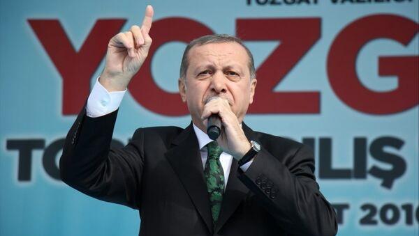 Cumhurbaşkanı Recep Tayyip Erdoğan, Yozgat'ın Sorgun ilçesindeki Belediye Meydanı'nda toplu açılış törenine katılarak konuşma yaptı. - Sputnik Türkiye