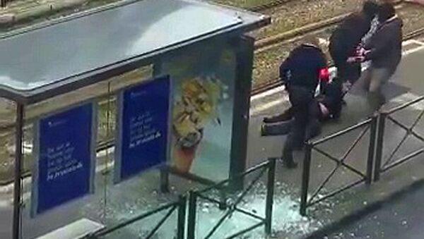 Brüksel'deki 'Türk mahallesi' olarak bilinen Schaerbeek'te bugün, bacağından vurularak yaralanan bir şüpheli gözaltına alındı - Sputnik Türkiye