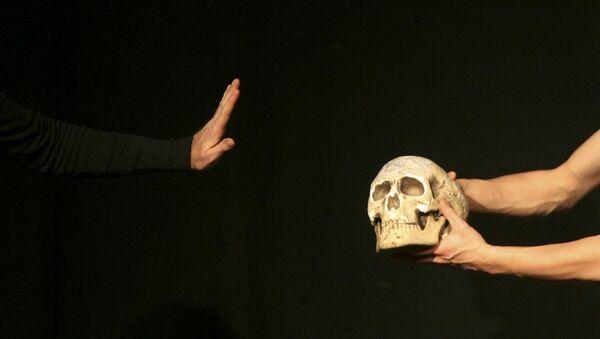 Shakespeare'nin Hamlet adlı oyunundan bir kare - Sputnik Türkiye