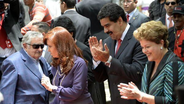 Eski Arjantin Devlet Başkanı Cristina Kirchner, eski Uruguay Devlet Başkanı Jose Mujica, Venezüella Devlet Başkanı Nicolas Maduro ve Brazilya Cumhurbaşkanı Dilma Rousseff - Sputnik Türkiye