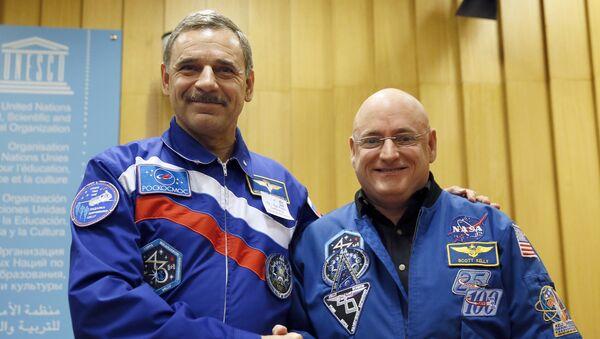 Astronot Scott Kelly ve kozmonot Mihail Korniyenko - Sputnik Türkiye