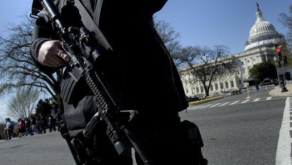 US Capitol Complex'teki ziyaretçi merkezinde silahlı saldırı girişiminde bulunuldu - Sputnik Türkiye