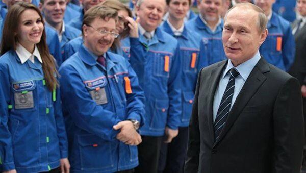 S-400'leri inceleyen Putin'e 'Gök Anahtarı' hediye edildi - Sputnik Türkiye