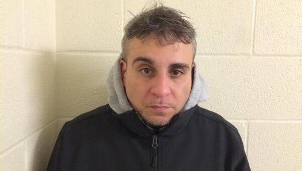 Bir eyaletten diğerine bin 400 torba eroini vücudu içinde geçirmeye çalışırken yakalanan New York kentinin 41 yaşındaki sakini Fernando Estrella - Sputnik Türkiye
