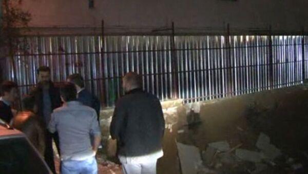 İstanbul'da 7 katlı binanın ana girişi çöktü - Sputnik Türkiye