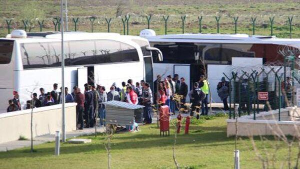 Türkiye'ye iade edilen sığınmacılar Kırklareli'ye ulaştı - Sputnik Türkiye