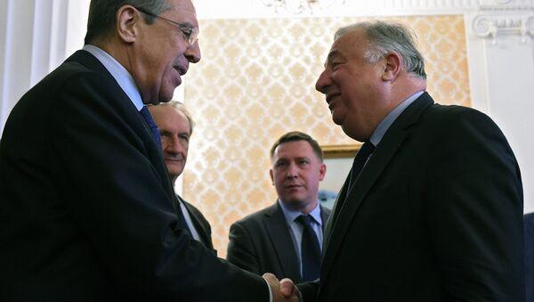 Rusya Dışişleri Bakanı Sergey Lavrov ve Fransa Senatosu Başkanı Gerard Lecher - Sputnik Türkiye