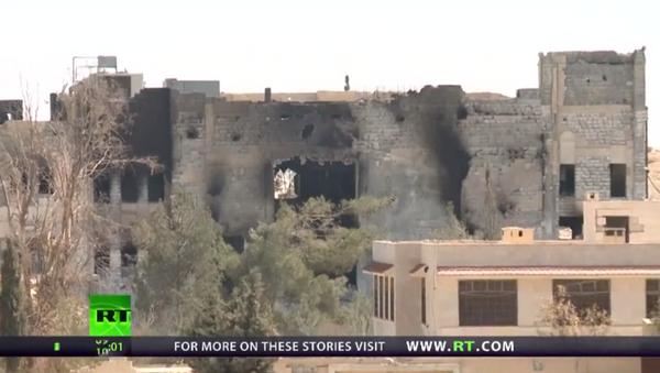 RT ekibi, Karyatayn'daki IŞİD yıkımını görüntüledi - Sputnik Türkiye