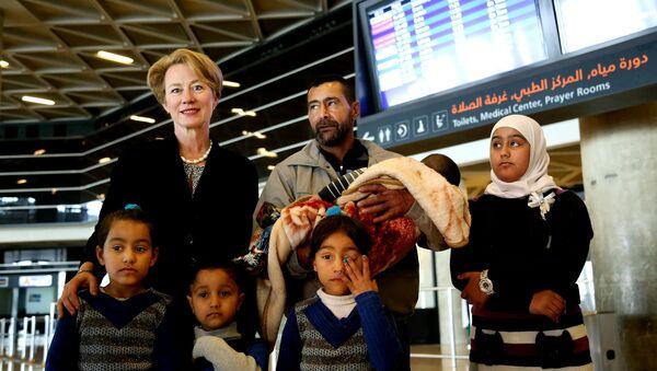 ABD'nin Amman Büyükelçisi Alice Wells, Abboud ailesine havaalanına kadar eşlik etti. - Sputnik Türkiye