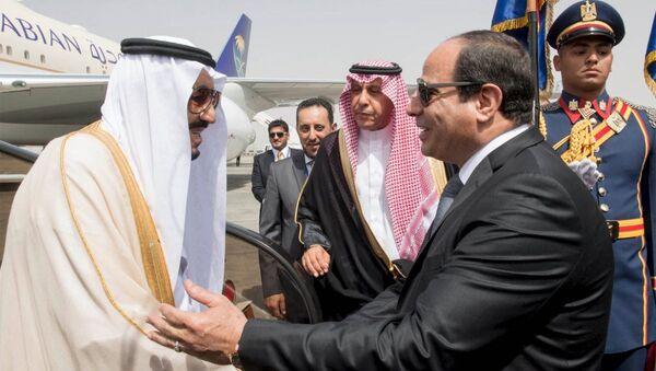 Suudi Arabistan Kralı Selman bin Abdülaziz el Suud ve Mısır Cumhurbaşkanı Abdulfettah el Sisi - Sputnik Türkiye