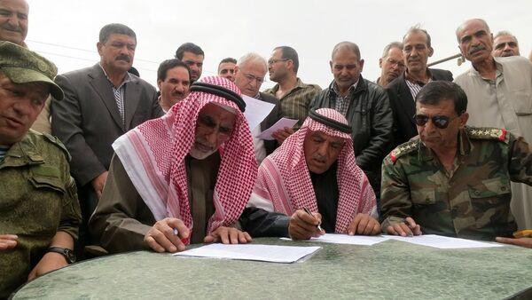 Suriyeli muhalifler ile Suriye ordusu temsilcileri - Sputnik Türkiye