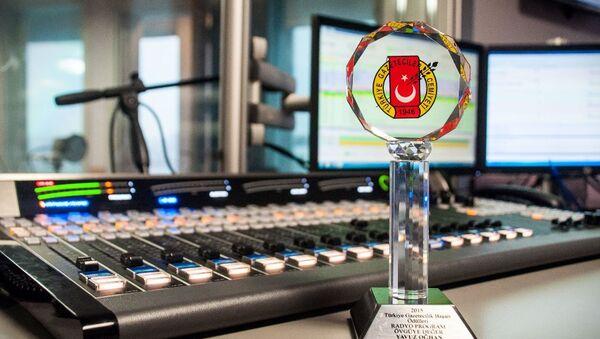 Türkiye Gazeteciler Cemiyeti'nden RS FM'e ödül - Sputnik Türkiye