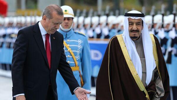 Cumhurbaşkanı Recep Tayyip Erdoğan, resmi ziyaret için Ankara'da bulunan Suudi Arabistan Kralı Selman Bin Abdulaziz'i Cumhurbaşkanlığı Külliyesi'nde törenle karşıladı. - Sputnik Türkiye