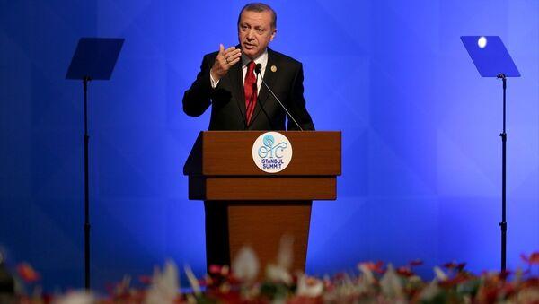 İslam İşbirliği Teşkilatı (İİT) 13. İslam Zirvesi Konferansı, İstanbul Kongre Merkezi'nde başladı. Cumhurbaşkanı Recep Tayyip Erdoğan zirvede konuşma yaptı. - Sputnik Türkiye