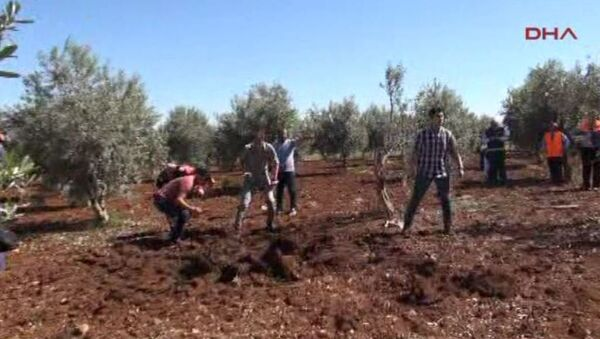 Suriye'den atılan 1 roket mermisi, Kilis kent merkezindeki Devlet Hastanesi'nin yakınındaki boş araziye düştü. Roketler nedeniyle Suriye uyruklu 1 kişi öldü, 1 çocuk da yaralandı. - Sputnik Türkiye