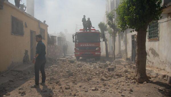 Suriye'den atılan roket mermisi, Helvacıoğlu Mahallesi'ndeki bir evin çatısına isabet etti. - Sputnik Türkiye
