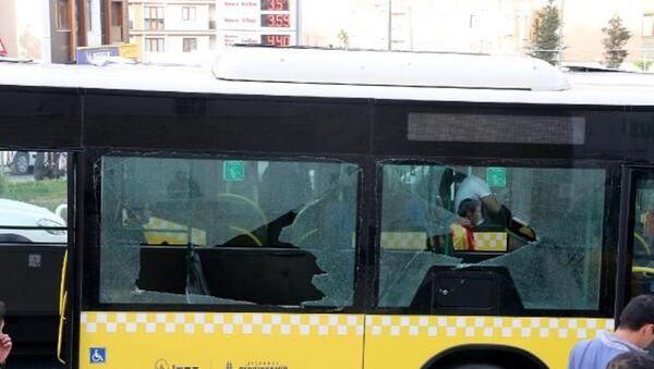 Kağıthane Kemerburgaz Caddesi'nde, Çevik Kuvvet polislerini taşıyan İETT otobosüne silahlı saldırı düzenlendi. Olayda ölen veya yaralanan olmadı. - Sputnik Türkiye