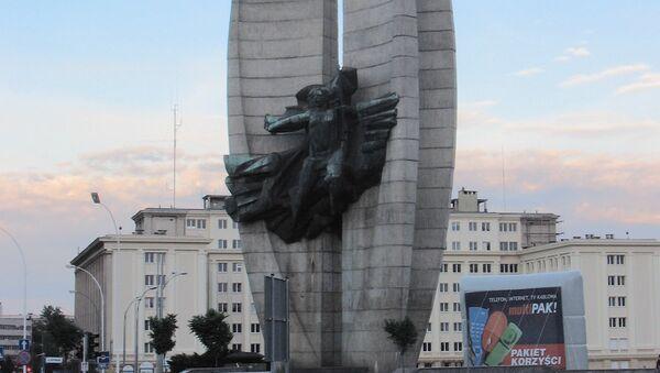 Polonya'nın Rzeszów kentindeki 'Devrimci Kahramanlık' anıtı - Sputnik Türkiye