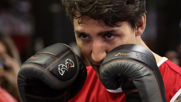 Kanada Başbakanı Justin Trudeau boks ringinde. - Sputnik Türkiye
