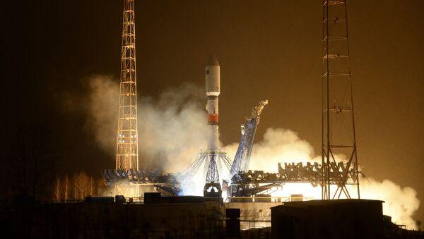 Yeni inşa edilen Vostoçnıy uzay üssünden gönderilecek ilk roket fırlatma rampasına yerleştirildi. - Sputnik Türkiye