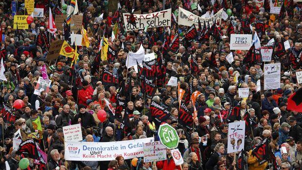 Hannover'daki TTIP protestosu - Sputnik Türkiye
