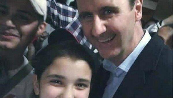 Suriye Devlet Başkanı Beşar Esad ile selfie - Sputnik Türkiye