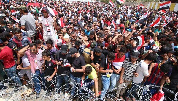 Irak'ta Sadr hareketi destekçileri, başkent Bağdat'taki Yeşil Bölge çevresinde yeni bir gösteri düzenledi. 26 Nisan 2016 - Sputnik Türkiye