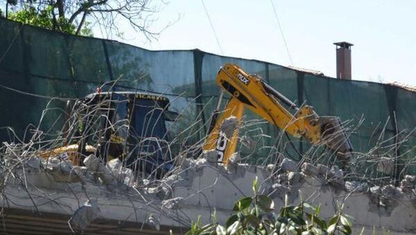 Rıza Sarraf'ın Kandilli sırtlarında restore edilen ve yeni kısımlar eklenen tarihi köşkünün bazı bölümleri belediye ekipleri tarafından yıkılmaya başlandı. - Sputnik Türkiye