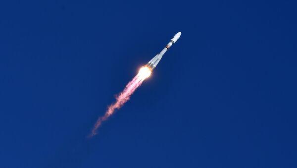 Rusya'nın uzak doğusunda inşa edilen yeni uzay üssü Vostoçnıy'dan bir ilk olarak bu sabah 05:01'de Soyuz-2.1a roketi fırlatıldı. - Sputnik Türkiye