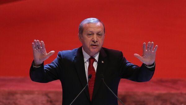 Recep Tayyip Erdoğan, İstanbul Lütfi Kırdar Uluslararası Kongre ve Sergi Sarayı'nda, Kut'ül Amare Zaferi'nin 100. yılı münasebetiyle düzenlenen kutlama merasimine katılarak konuşma yaptı. - Sputnik Türkiye