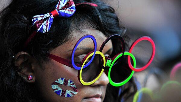 Londra'daki Yaz Olimpiyatları'nı takip eden bir seyirci. - Sputnik Türkiye