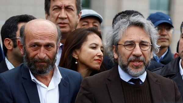 Cumhuriyet Gazetesi Genel Yayın Yönetmeni Can Dündar ile Ankara Temsilcisi Erdem Gül - Sputnik Türkiye