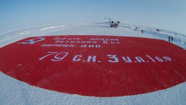 'Zafer pankartı'nın en büyük kopyası Kuzey Kutbu'nda - Sputnik Türkiye