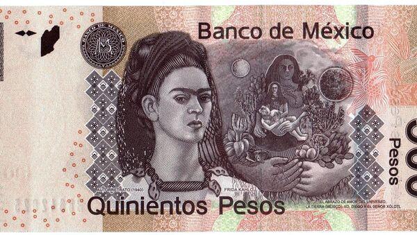 Meksika'daki 500 pesonun arka yüzünde ressam Frida Kahlo'nun 1940 tarihli portresi yer alıyor. - Sputnik Türkiye