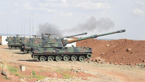 Türk Silahlı Kuvvetleri (TSK) unsurları, Kilis'in karşısındaki terör örgütü IŞİD mevzilerini vurdu. - Sputnik Türkiye