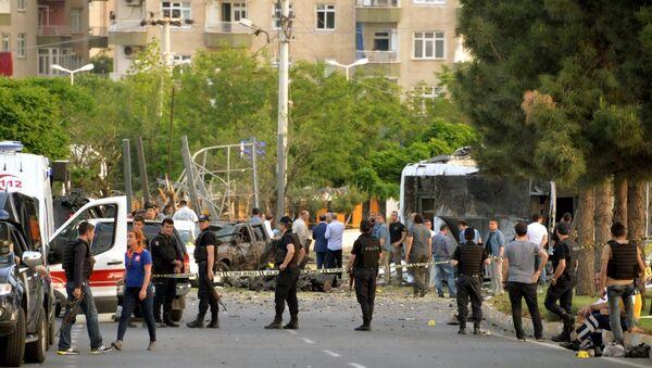 Diyarbakır'da bombalı araçla saldırı - Sputnik Türkiye