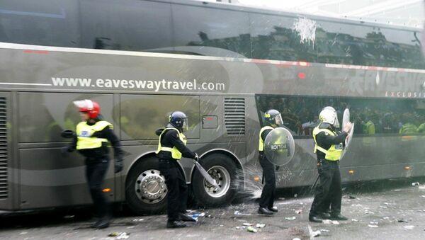 Manchester United otobüsüne saldıranlara ömür boyu men cezası - Sputnik Türkiye