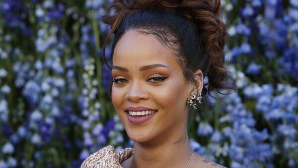 Barbados kökenli ABD'li şarkıcı Rihanna - Sputnik Türkiye