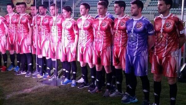 İspanyol futbol takımı CD Palencia'nın 'kas desenli' forması - Sputnik Türkiye