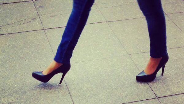 Topuklu ayakkabı tartışması 120 bin imzayla meclise taşındı. - Sputnik Türkiye