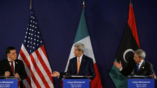 ABD Dışişleri Bakanı John Kerry, İtalya Dışişleri Bakanı Paolo Gentiloni ve Libya Başbakanı Fayez Sarraj - Sputnik Türkiye