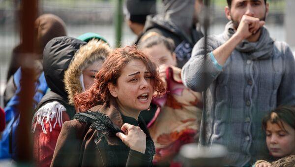 Avrupa Birliği ve Türkiye arasında imzalanan anlaşma kapsamında Midilli'den Dikili'ye gönderilen sığınmacılar. - Sputnik Türkiye