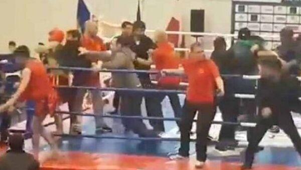 Avrupa Kung Fu Şampiyonası'nda Azeri ve Ermeni sporcular kavga etmeye başlamasıyla ortalık savaş alanına döndü. - Sputnik Türkiye