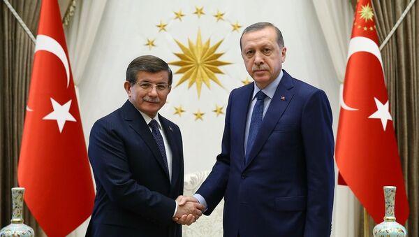Ahmet Davutoğlu ve Cumhurbaşkanı Recep Tayyip Erdoğan. - Sputnik Türkiye