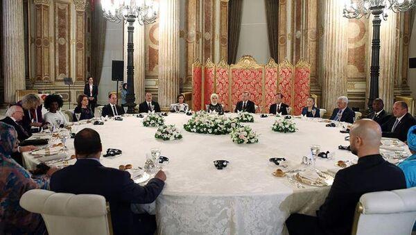 Cumhurbaşkanı Recep Tayyip Erdoğan, Dünya İnsani Zirvesi'ne katılan heyet başkanları onuruna akşam yemeği verdi. - Sputnik Türkiye
